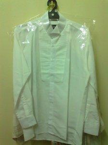 这件就是所谓那特别的白衬衫啦。拍摄当天需要用到、结婚当天也需要。